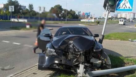 На Гомельщине молодой мужчина превратил дорогой BMW в груду смятого железа