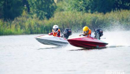 Скорость, брызги и рёв моторов. В Гомеле прошли соревнования по водно-моторному спорту