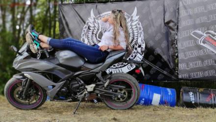 «Куда тебе мотоцикл? Ты уже мама!» История Ани и её Kawasaki с розовыми болтиками