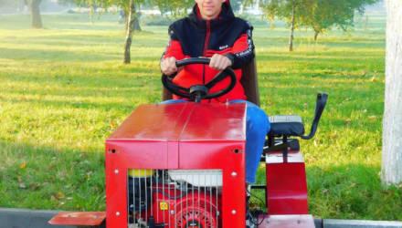 Под Гомелем парень своими руками собрал мини-трактор