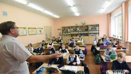 В Гомеле мужчина 40 лет работает учителем начальной школы