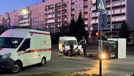 В Гомеле после столкновения с микроавтобусом перевернулся фургон